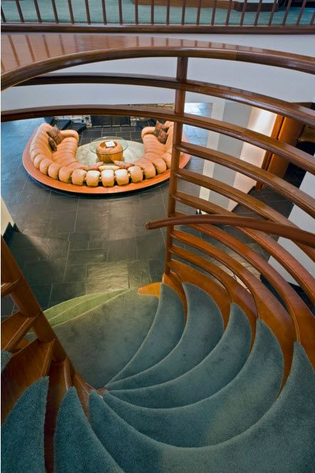 Round shape of the stair steps