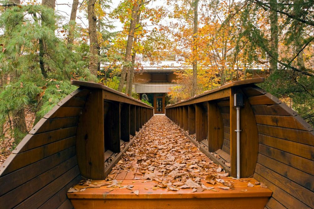 Fall passage to the private house