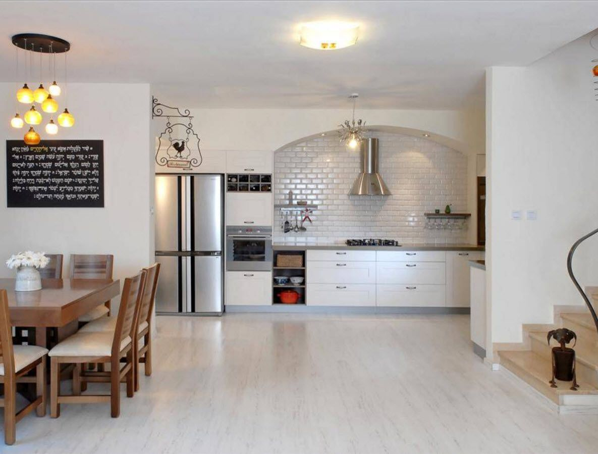 White Floor as an Exquisite Decoration Idea for Modern Interiors. Spacious kitchen with plenty free space in the center