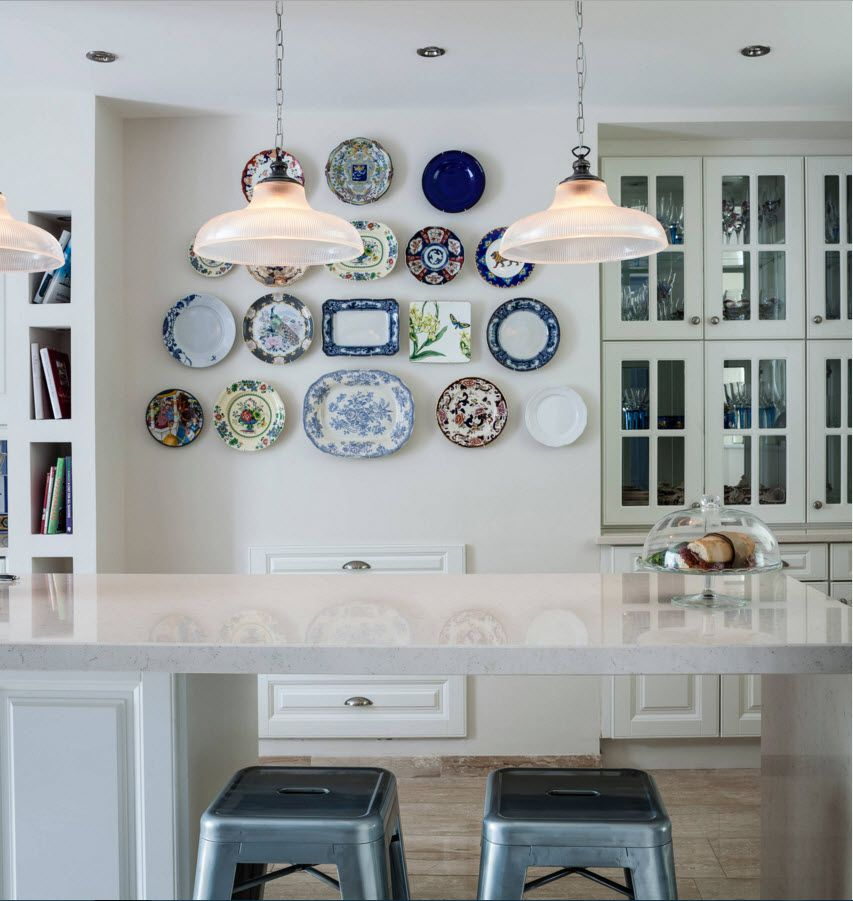 Decorative Plates on the Wall of the Dining Room - Small Design Ideas