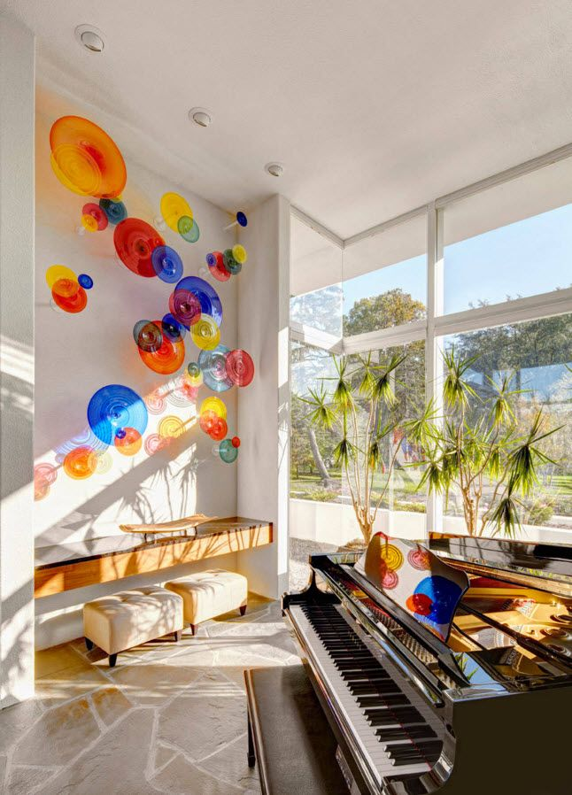 Contrasting glass elements in the holiday house