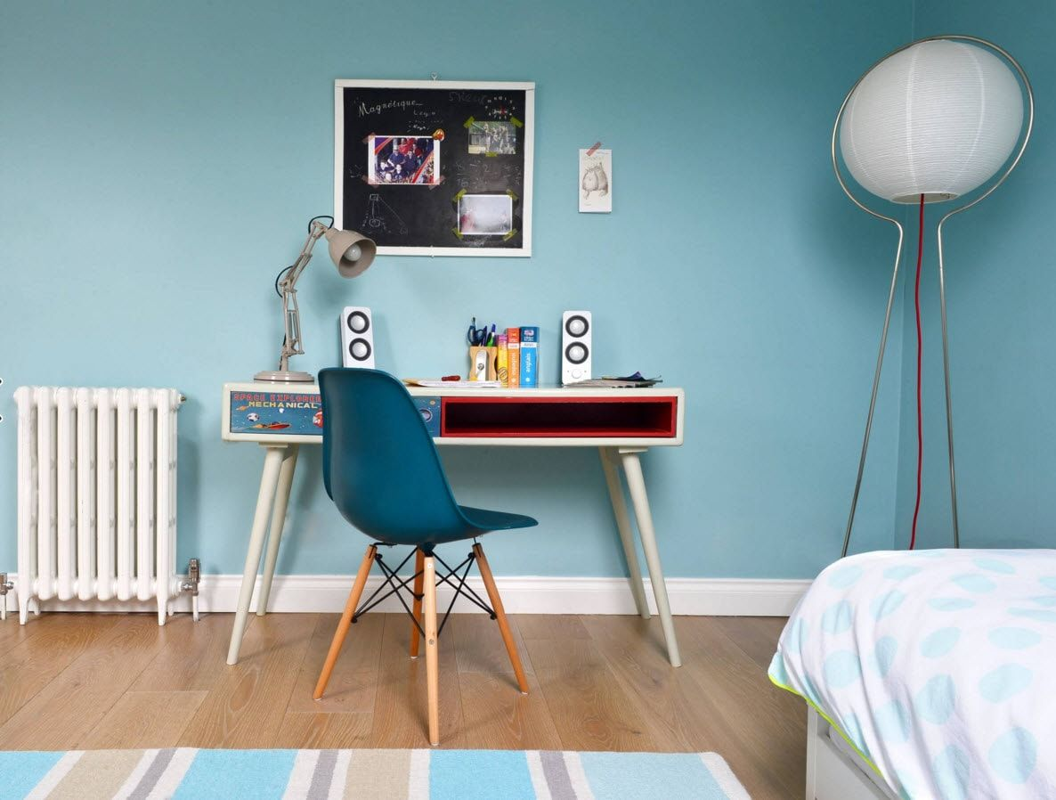 Boy's Room Design Ideas for every Age and Situation. Minimalistic atmosphere with turquoise wall in the creative premise for young schoolboy