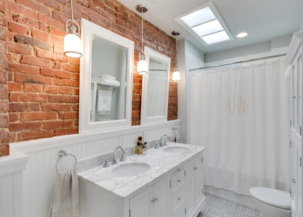 Red accentual brickwork in the white interior of the bathroom