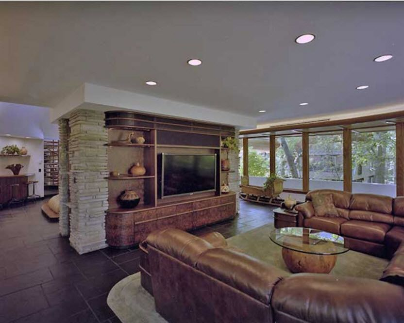 Round shape of dark leather furniture allocation in the home theater