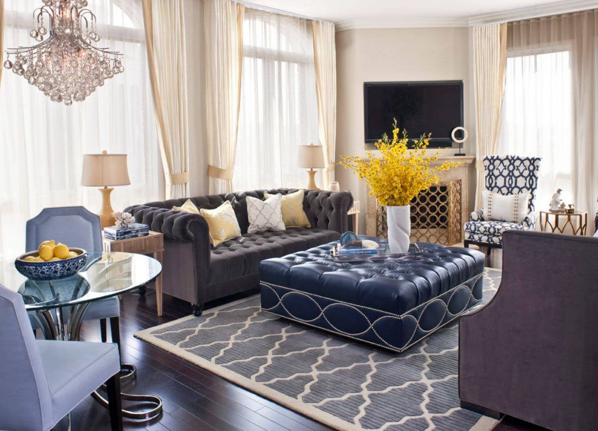 Gorgeous Marine design for the small living room accommodated the deep blue ottoman