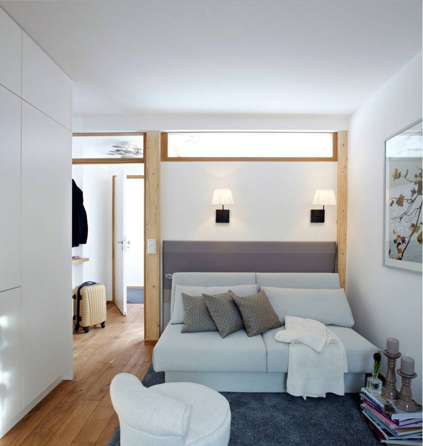 Small Apartment Zinging With Color: Small Apartment Light Color Design Theme