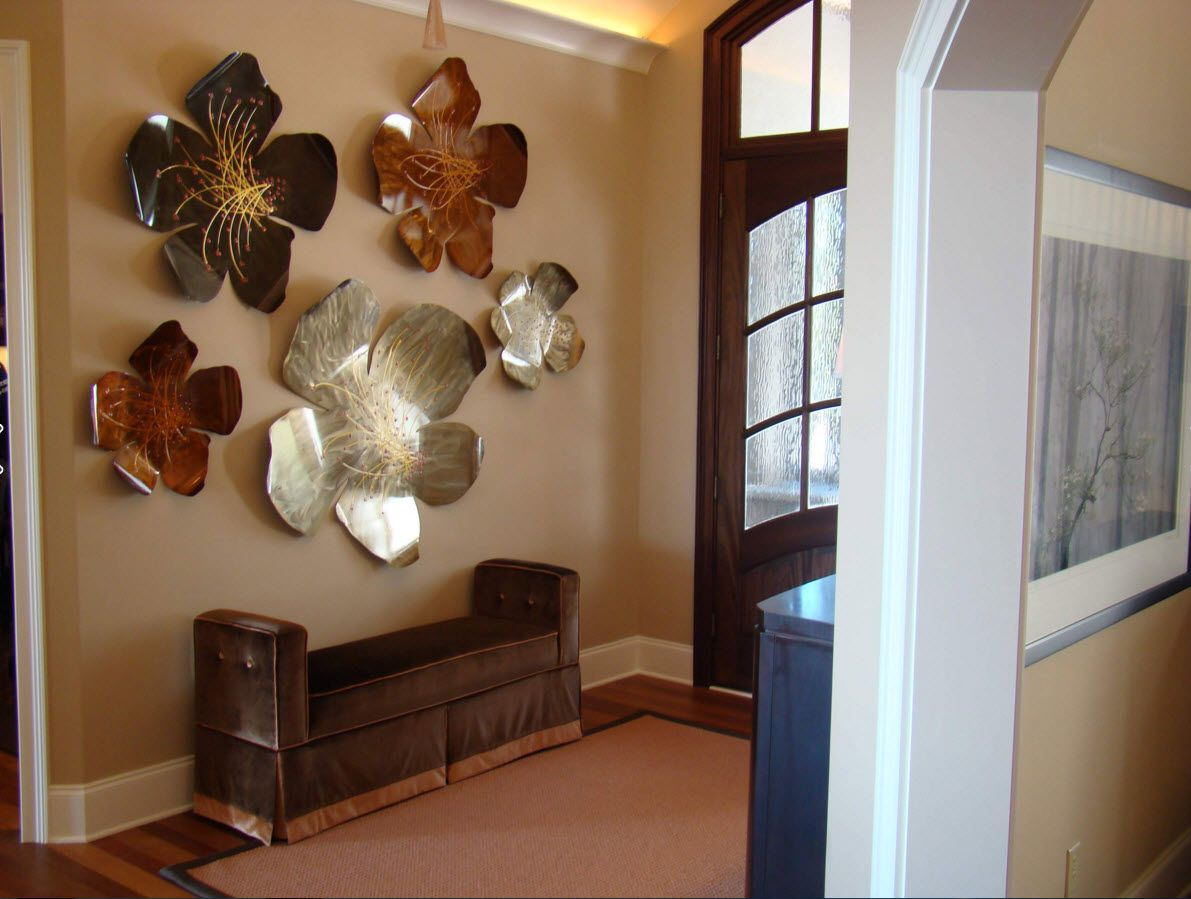 Large decorative flowers of the steel plates in the entryway