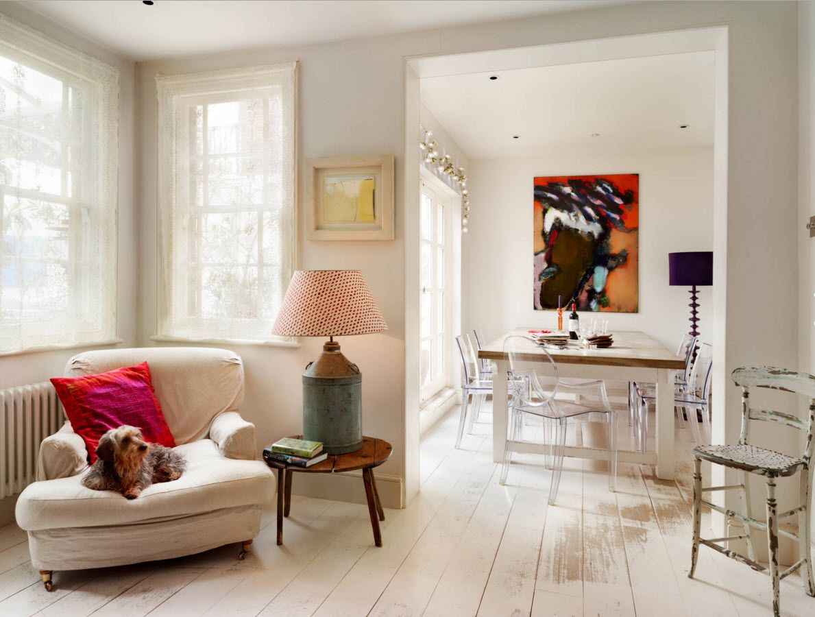 White Floor as an Exquisite Decoration Idea for Modern Interiors. Pastel light colors for classic living room space with paintings and audacious pink shade of the lamp