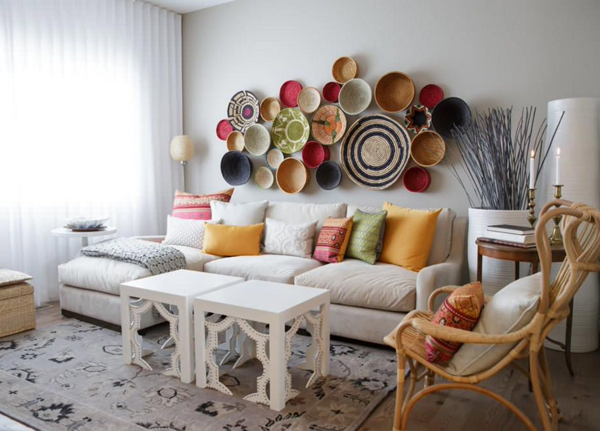 Living Room Wall Plates Decoration. Accent wall with the colorful attractive installation