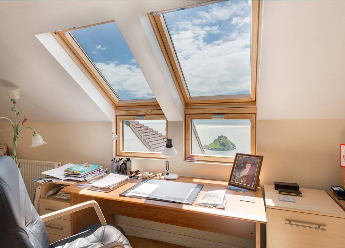 Skylight and usual windows in combination at the really complicated architecture of the loft study room