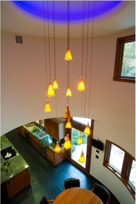 Lobby design with long-cord lamps with yellow shades