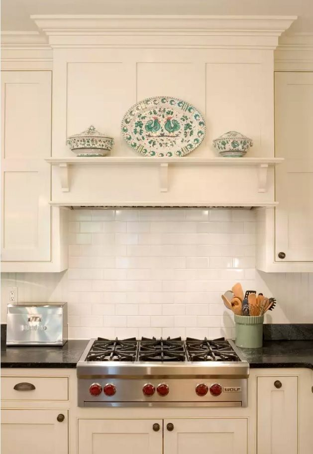 The Main Types of Kitchen Hoods. Photo Gallery and Description. Totally white plate decorated cooking zone at the mantel of the built-in extractor