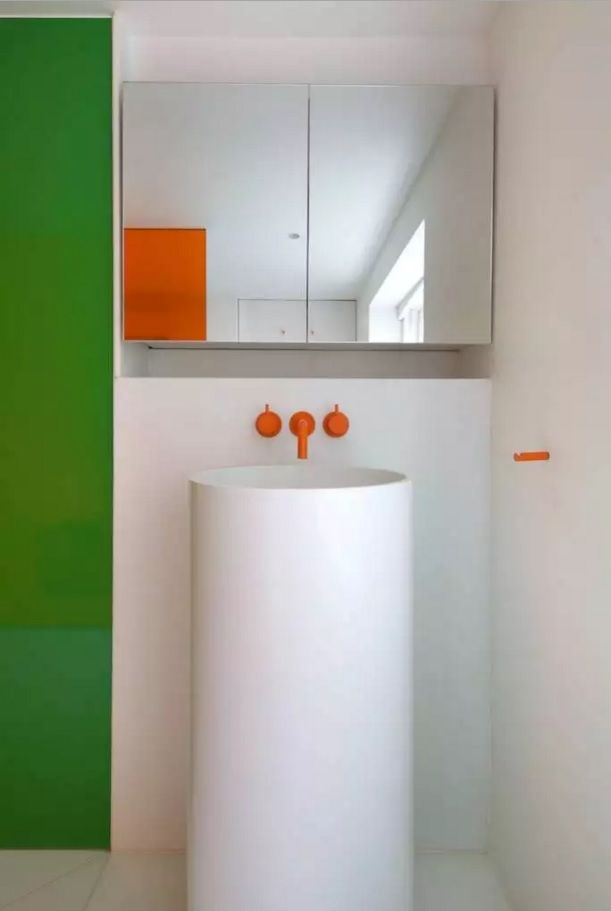 Orange details can add a special mood to the bathroom. Especially if it is a tap