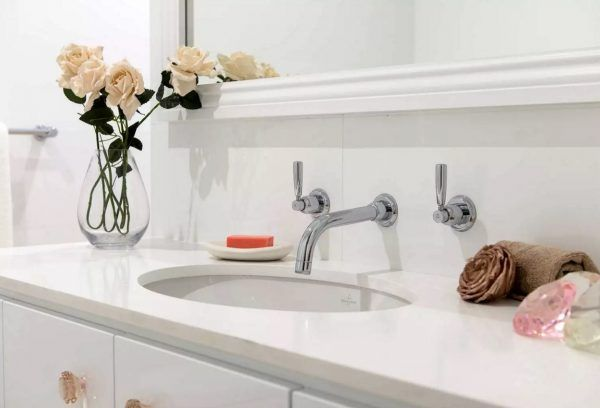 White conventional tap and regular sink look well in the bathroom