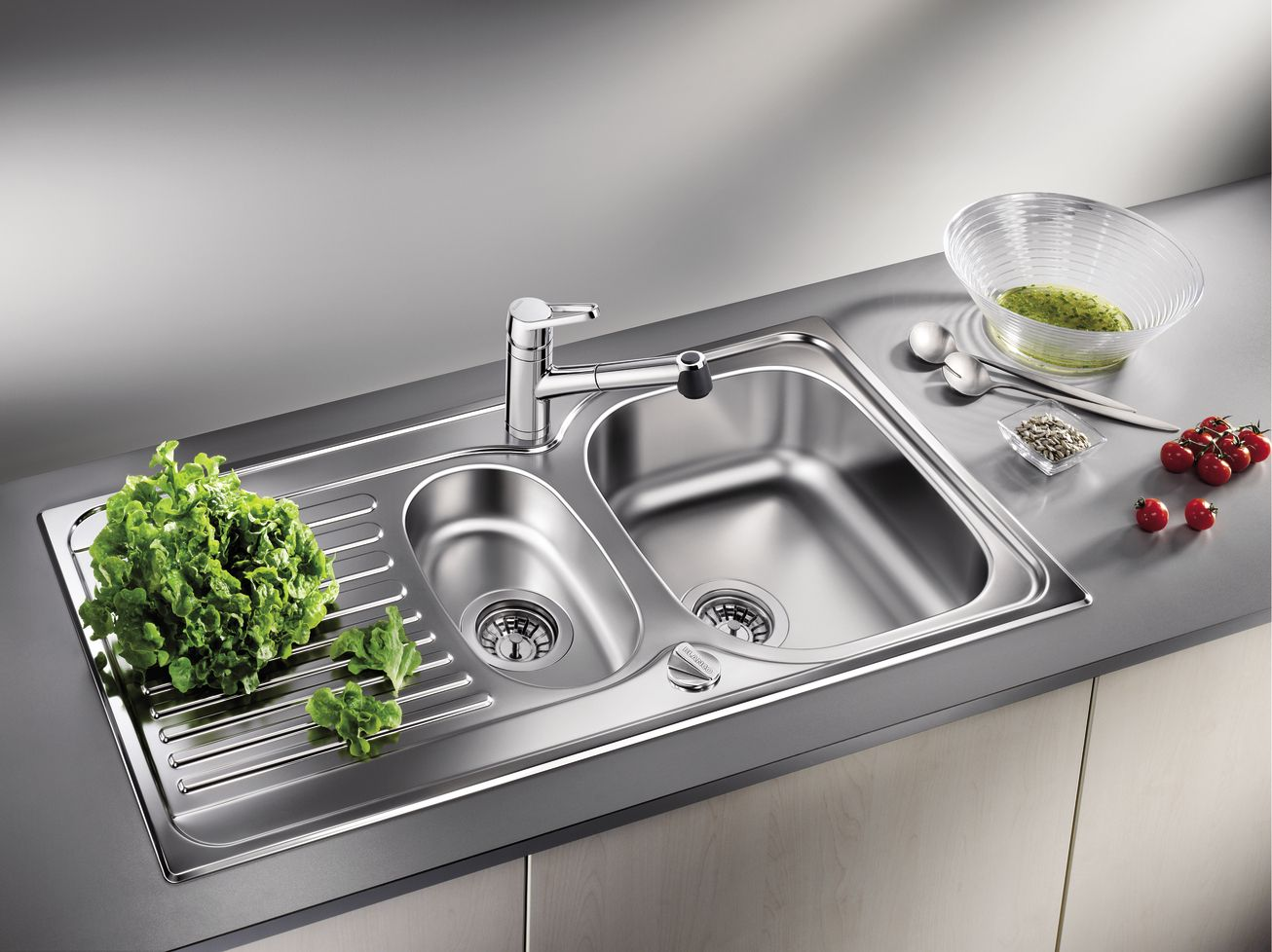 Stainless Steel Kitchen Sink Full Review and Choosing Advice. Modern kitchen element with many working surfaces
