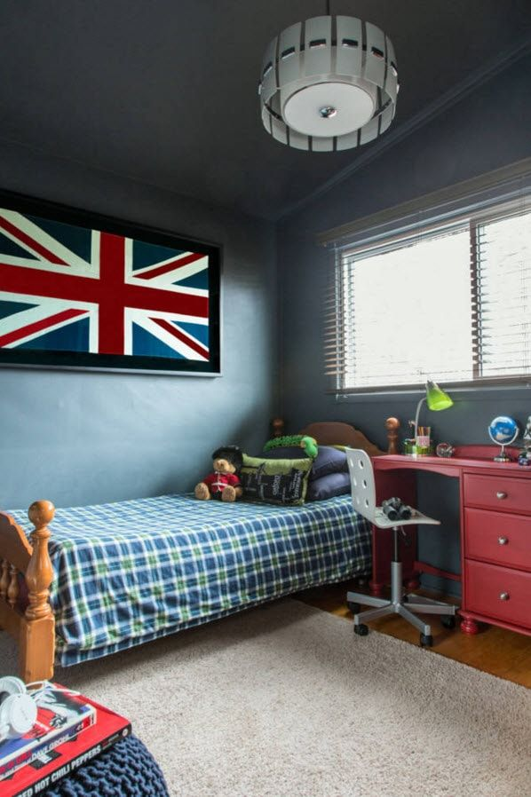 Design Examples of Small Kids' Rooms for Boys Decoration. Turquoise wall and British flag for real future patriot