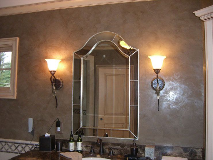 "Decorative Venetian Stucco: Applying Technique, Interior Photos. the material adding ""antiquity"" to the space of the bathroom"