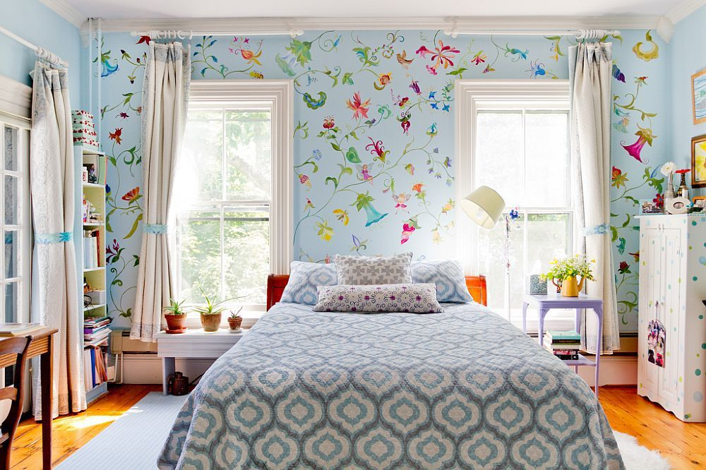 Painting in the bedroom can be in the form of different patterns of wall paint