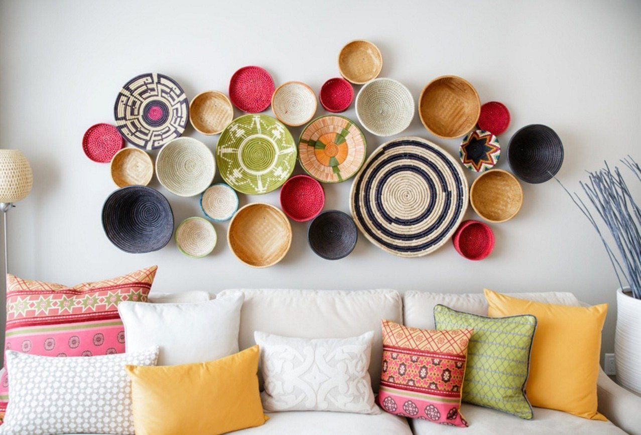 Colorful decorative plates for your apartment