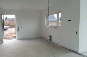 Why Priming the Wall Before Decorating