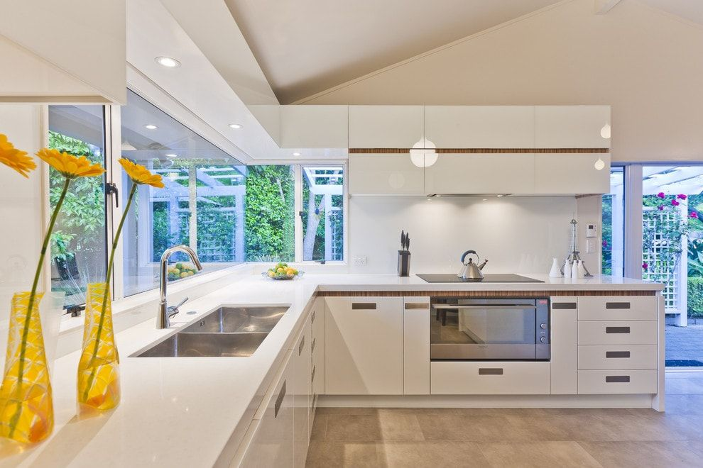 Stainless Steel Kitchen Sink Full Review and Choosing Advice. Modern look of the sink within hi-tech styled large kitchen area