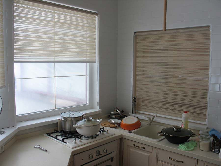 Roller blinds for the kitchen