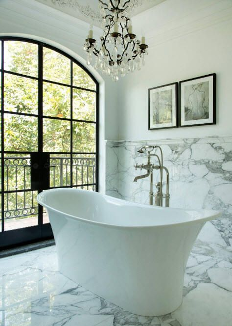 Marble trimmed wall in the bathroom