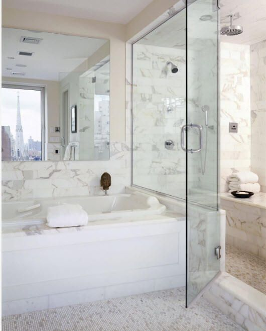 Gorgeous bathroom design with the structured matble trimming and large mirror