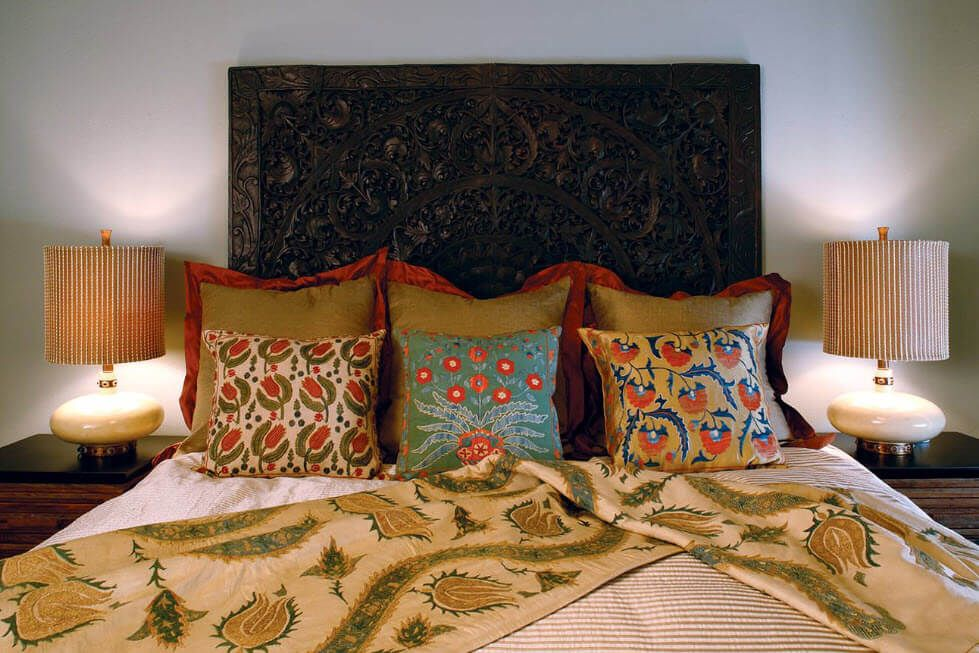 Nice intimate atmosphere for the bedroom with the use of bright decorative pillows