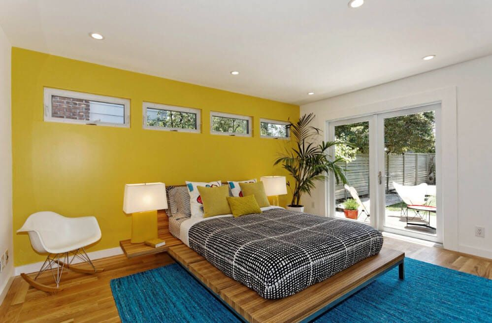 Yellow contrasting wall for attraction of rapturous glances