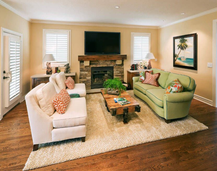 Classic interior furnishing of the large living with the tv-set, mantelshelf, hearth and two couches in fron of each other