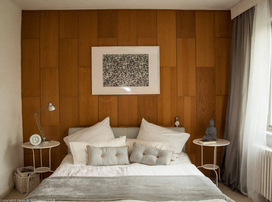 Modern Style Bedroom - Cozy Minimalism. Accent wall of the wooden slabs and white cintrasting painting for the interior design