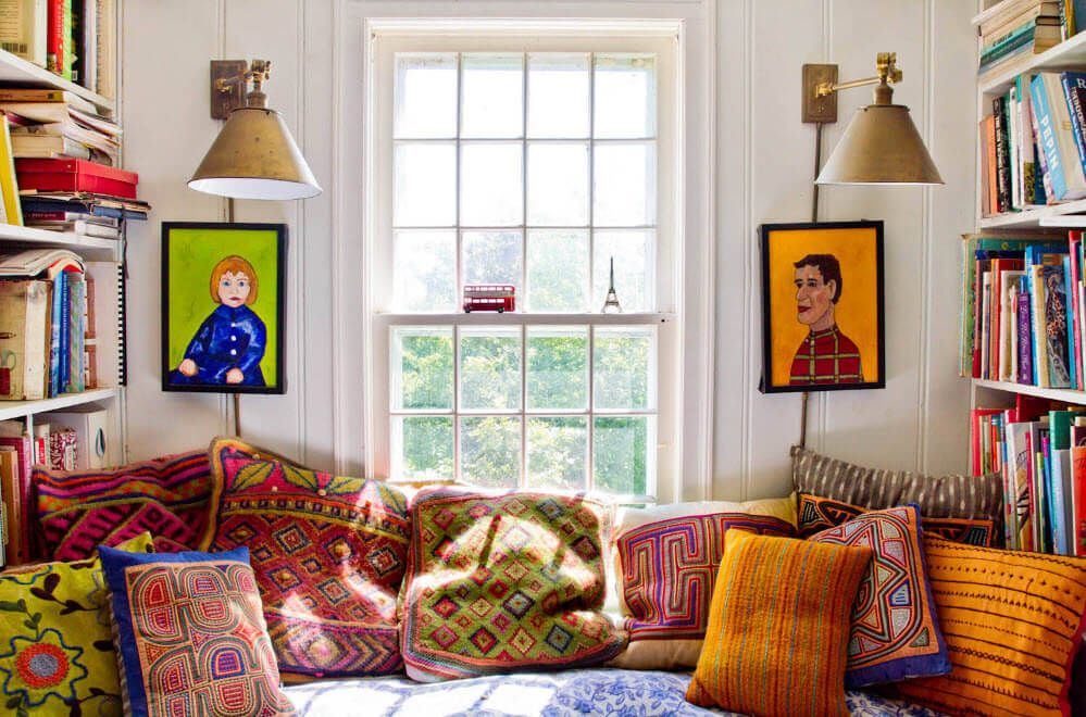 Abstractionism in the small living full of artistic elements