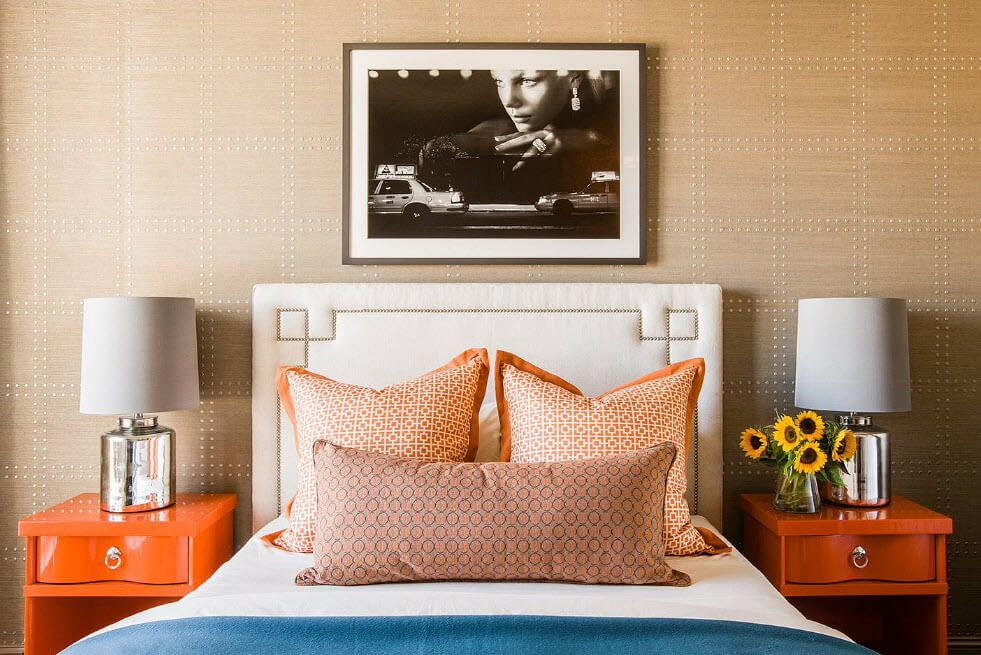 Golden pillows for the chic light bedroom