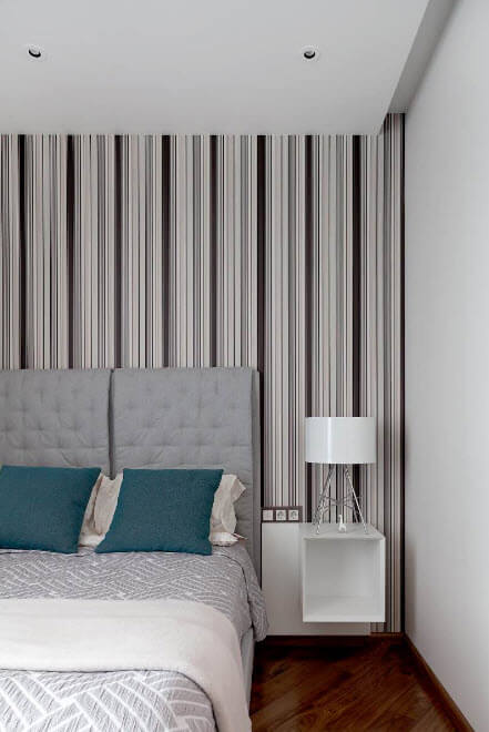 Striped wallpaper to finish the bedroom walls