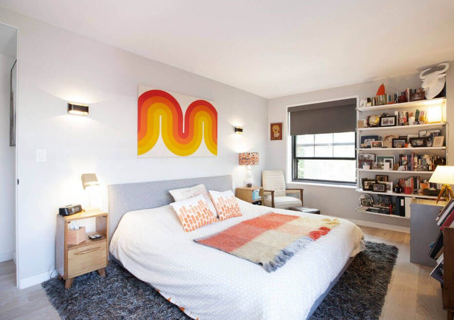 Orange smear to the urbanistic atmosphere of the bedroom