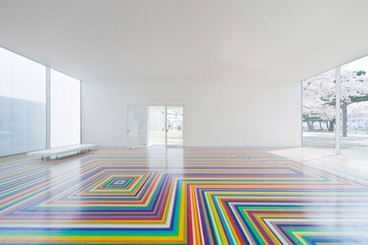 Types of Self-leveling Floors for your House, Office or Apartment. Ready made colored flooring in the large studio room