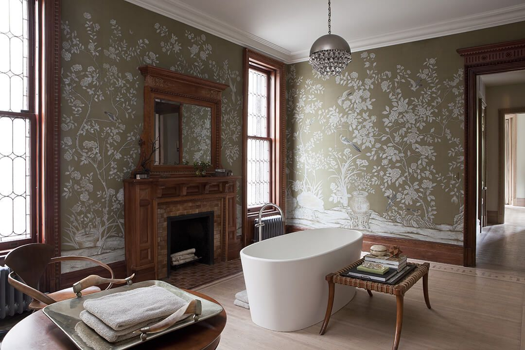 Dark brown wallpaper with pattern perfectly suits the originally designed living room with fireplace and the bathtub in the center