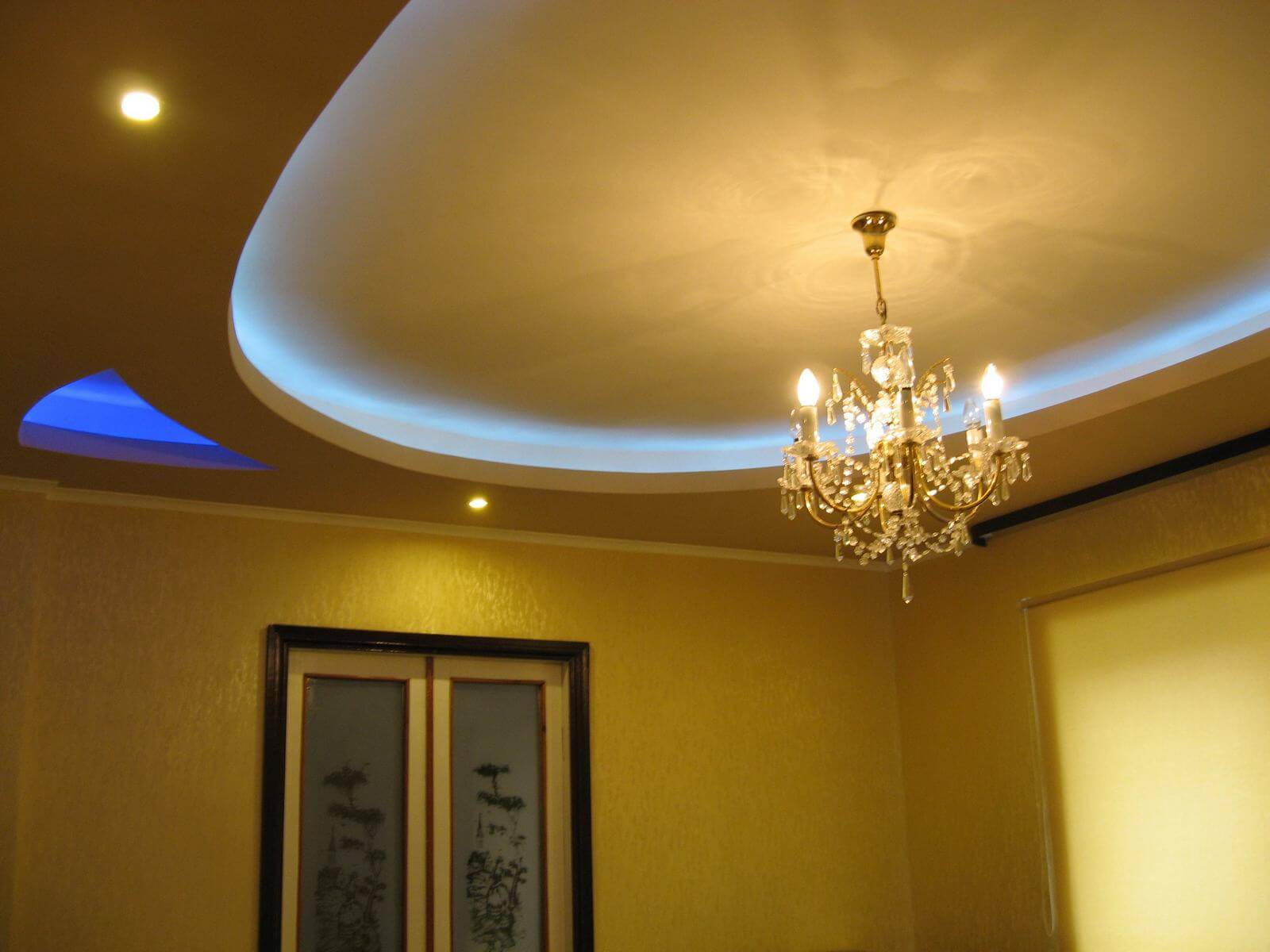 Plasterboard Ceiling Finishing Design Ideas for Apartment in Classic style with golden shades