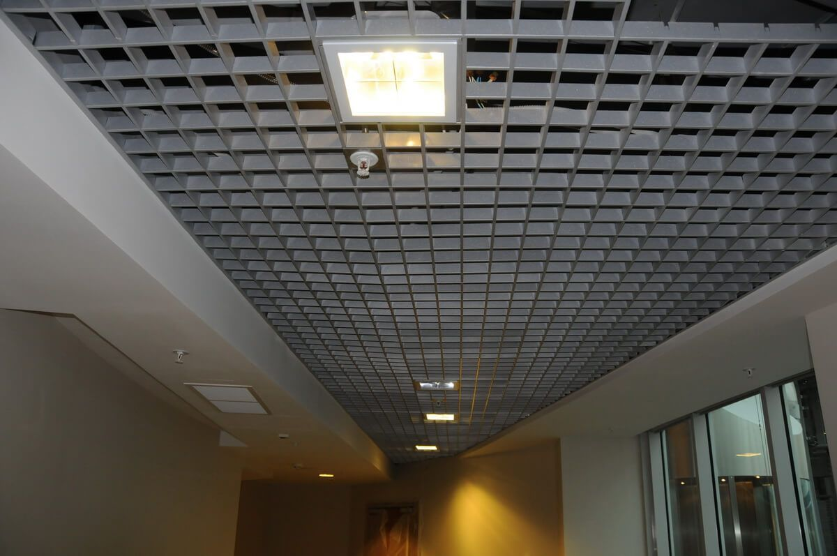 "Italian ""Grillato"" aluminum lattice ceiling in the hallway"