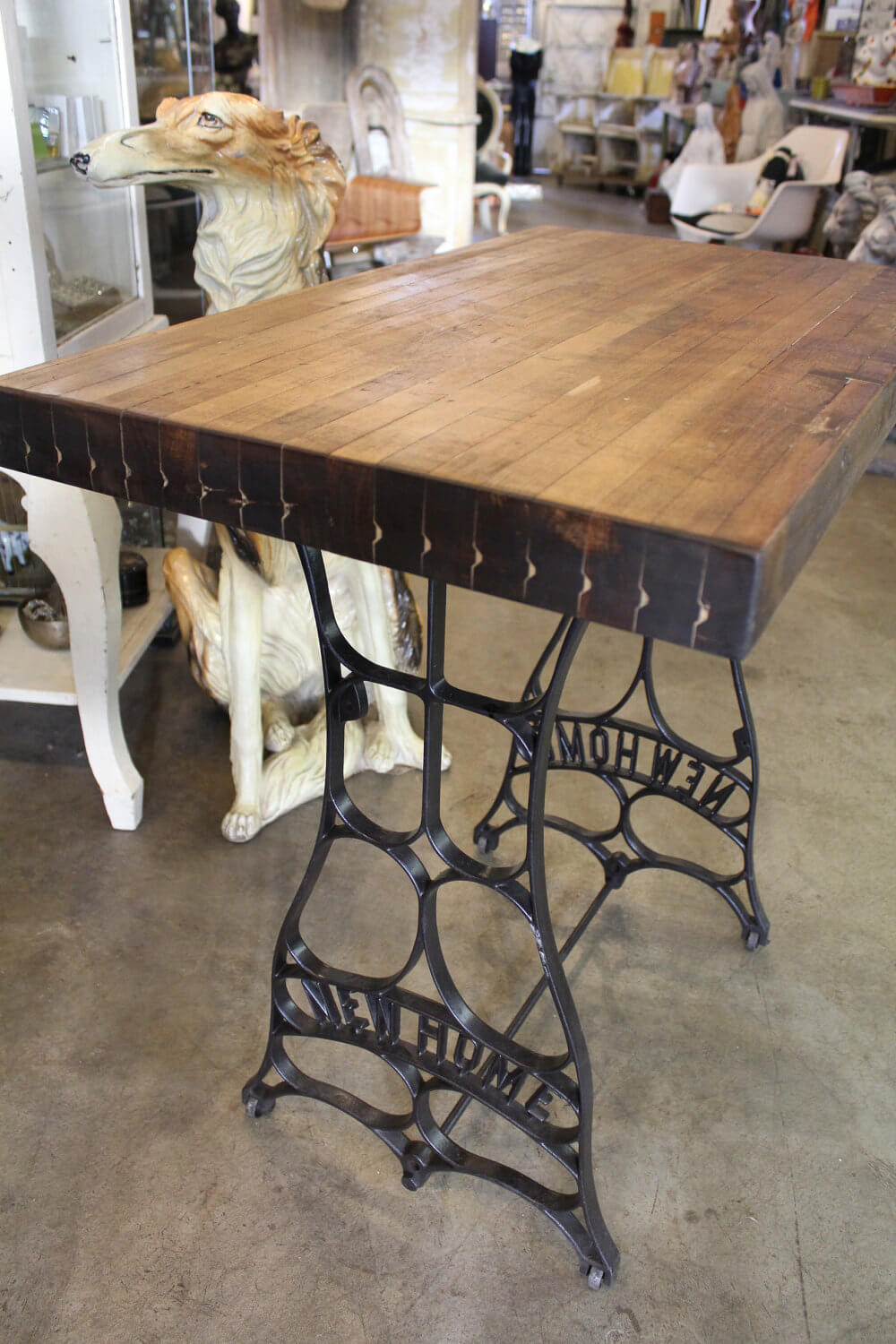 Old Sewing Machines' New Life in Your Interior. Nice design of the wooden riveted tabletop