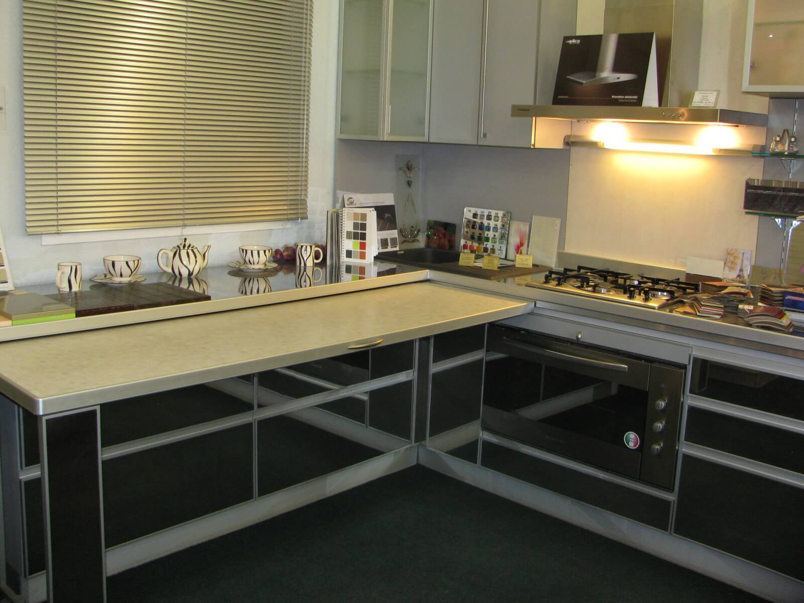 10 Kitchen Custom Custom Cabinets for Unique Functional Interior. Modernplastic facades looks in harmony with light folding table