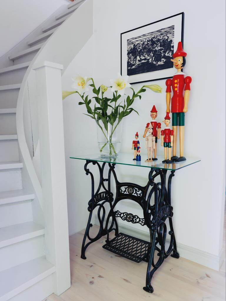 Old Sewing Machines' New Life in Your Interior. Gorgeous royal appearance with the glass top standing near the stairs