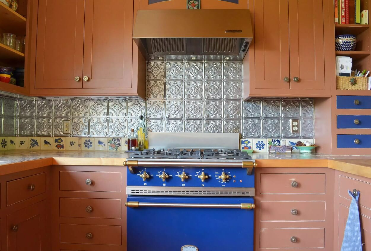 Metal Backsplash as Stylish Design Idea for Kitchen Interior. Classic pattern of the splash at the classic styled kitchen