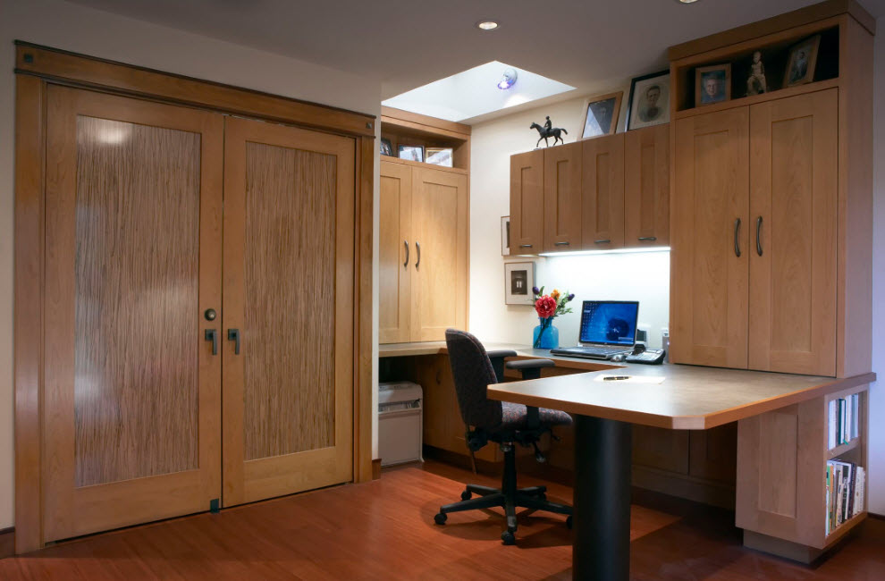 Working place at the bedroom equipped with full-fledged storage area