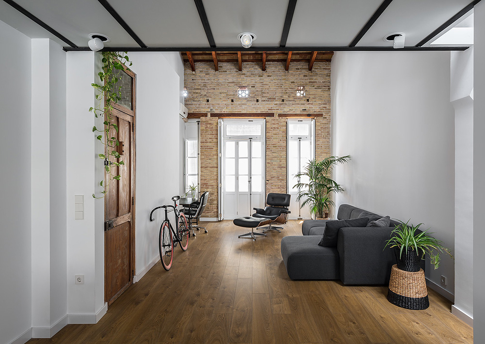Zoning Living Room's Multiple Functional Areas with Decor and Lighting. Brickwork in the lobby with high ceiling