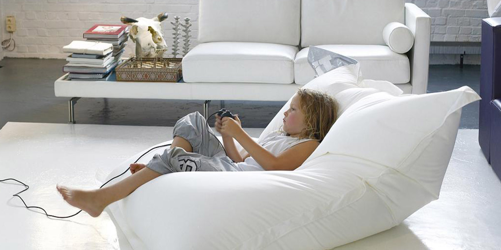 The most relazing atmosphere for kid as the bean bag can be bed and chair at the same time