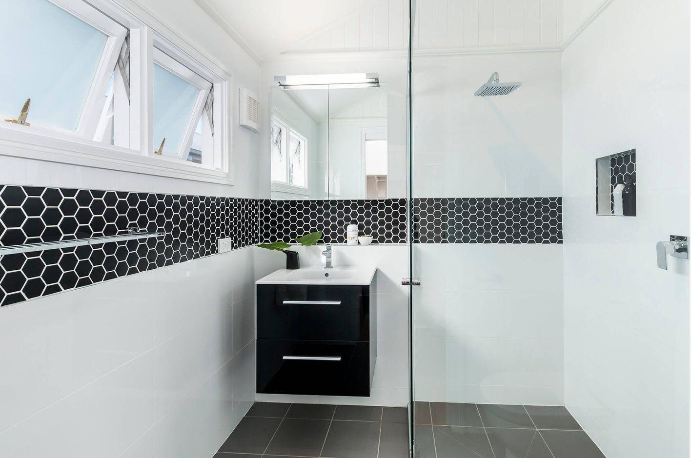 Black mosaic tile middle dividing line