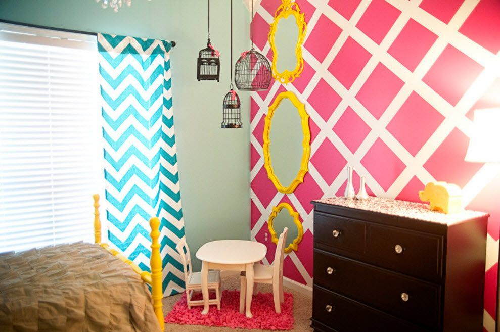 Joyfull contrasting walls and window drapery, as well as yellow framed mirror for the children's room