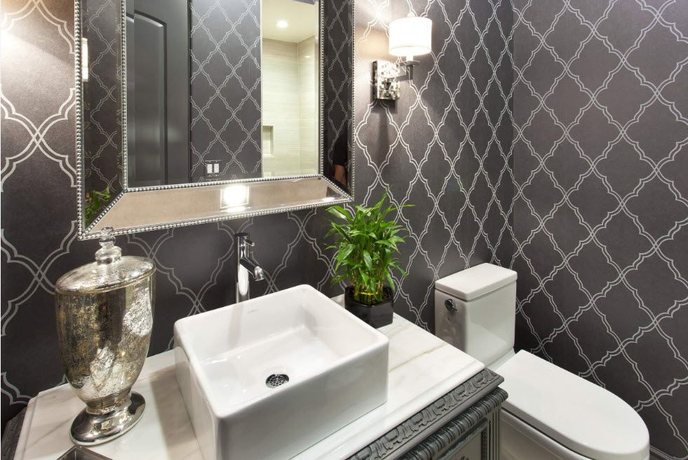 Victorian theme in te bathroom wall finishing